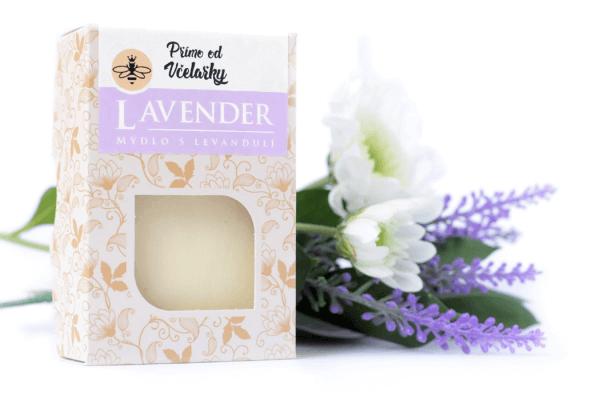 Přírodní levandulové mýdlo Lavender Přímo od Včelařky zabaleno v krabičce.